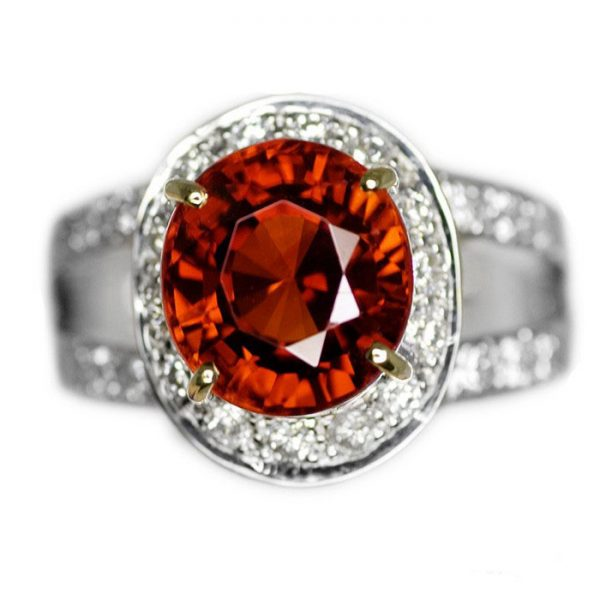 4,42 ct. intens Garnet & diamantring
