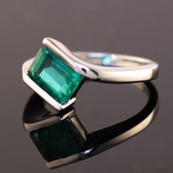 1,85 ct. smaragd og 14K ring