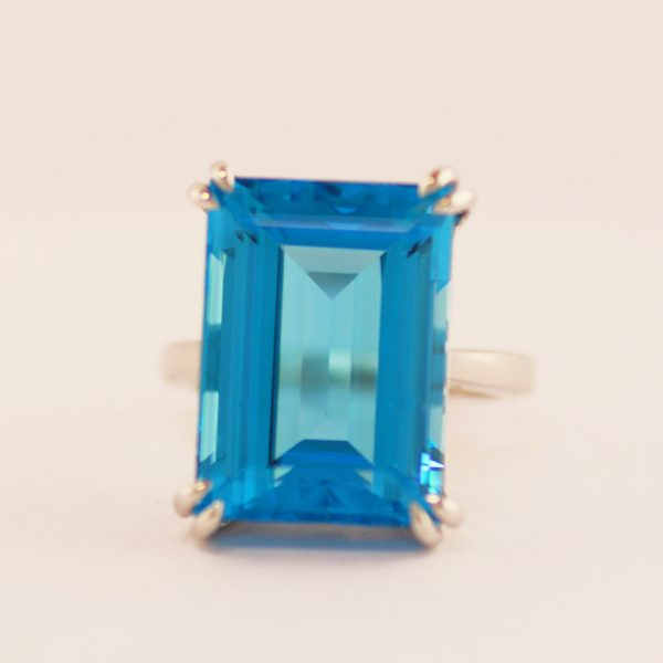 20,55 ct. topas og 18K ring